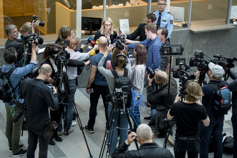 Åklagaren i Sommarstugemordet i Arboga håller presskonferens i Västmanlands tingsrätt