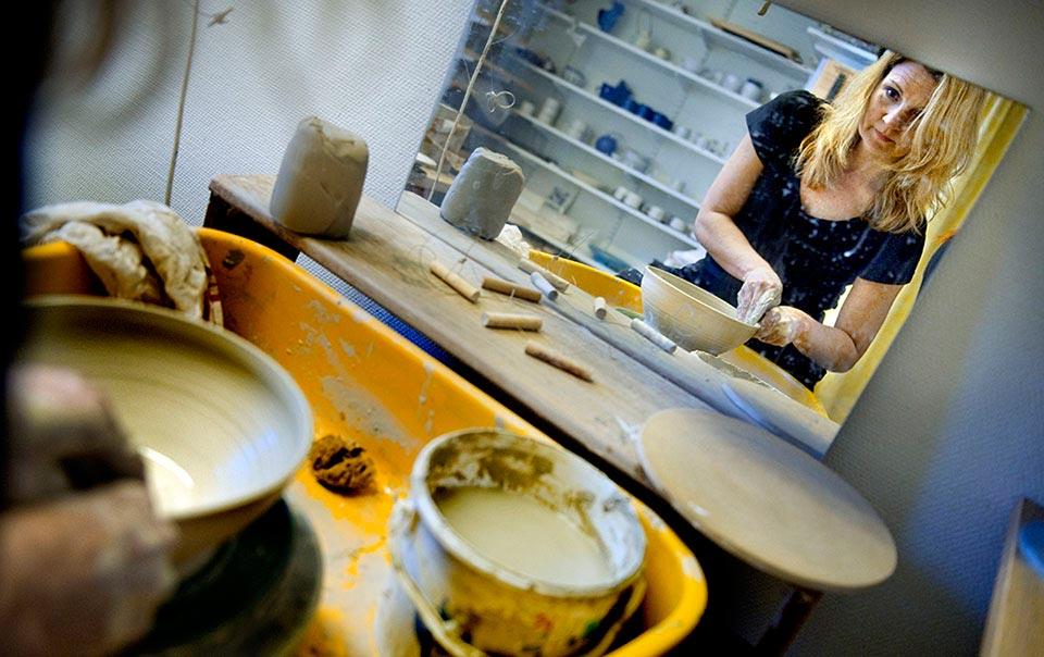 Reportage om keramiker Evis Magnusson.