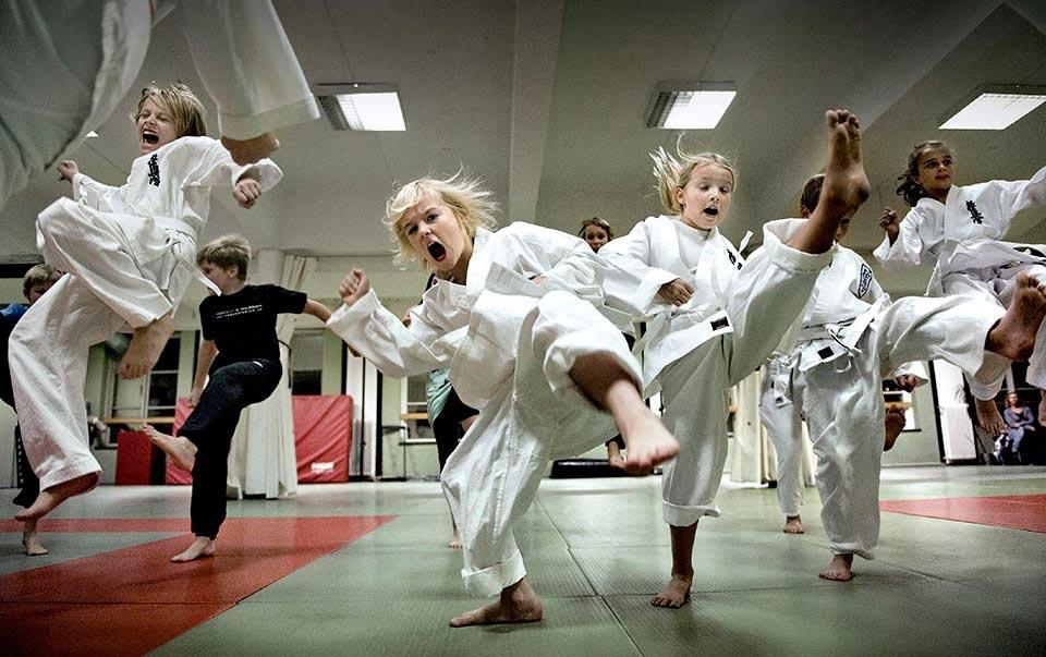 Karateträning i Sportpalatset, Örebro