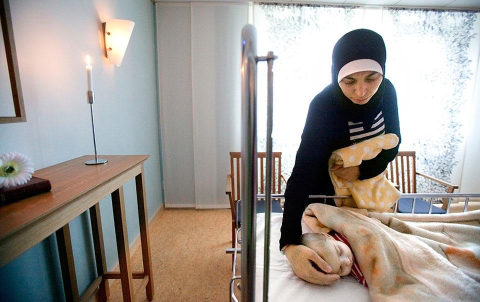 I natt vid halv tre tiden avled Rim. Mamma Manal i visningrummet på USÖ.