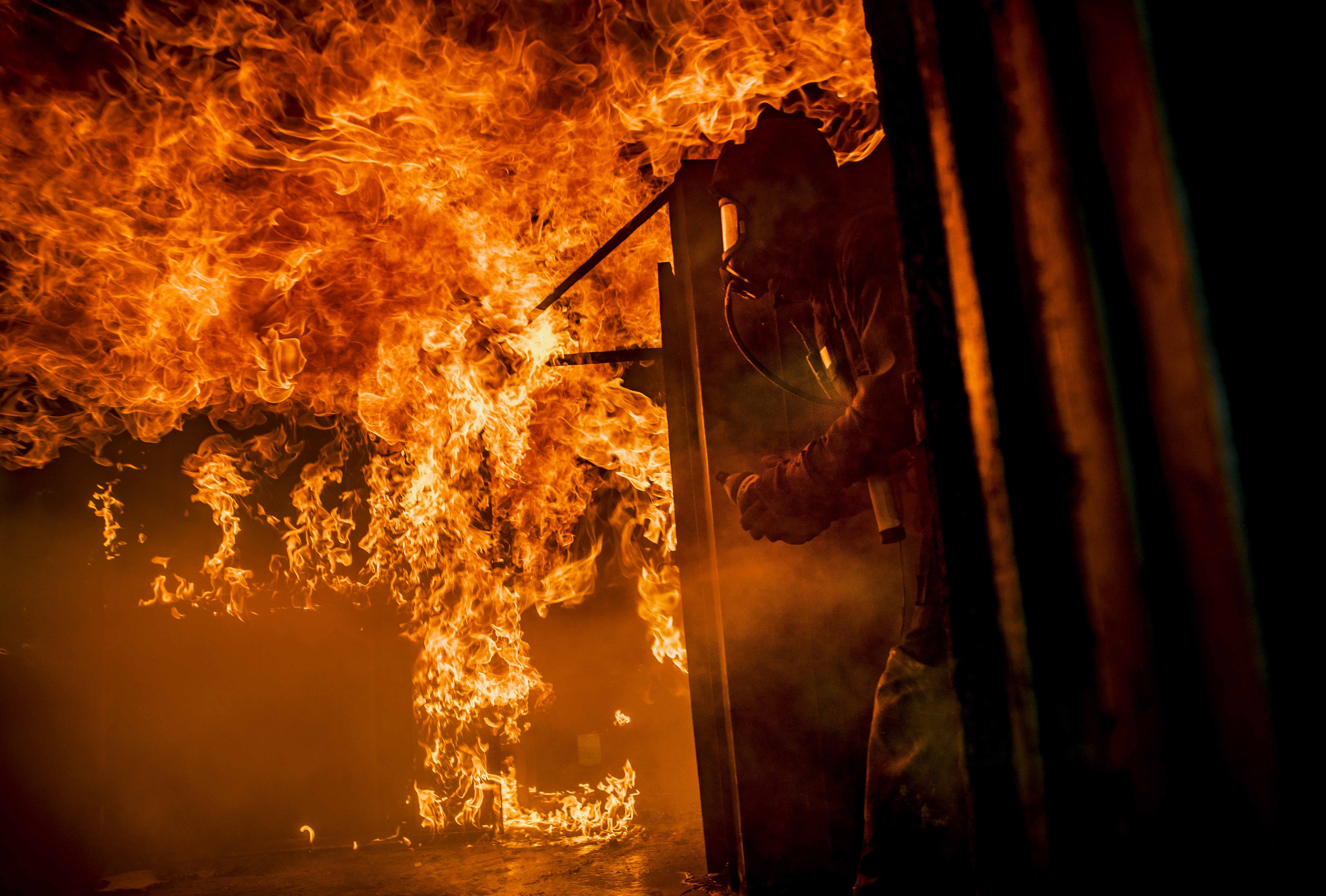 Myndigheten för samhällskydd och beredskap utbildar brandmän.