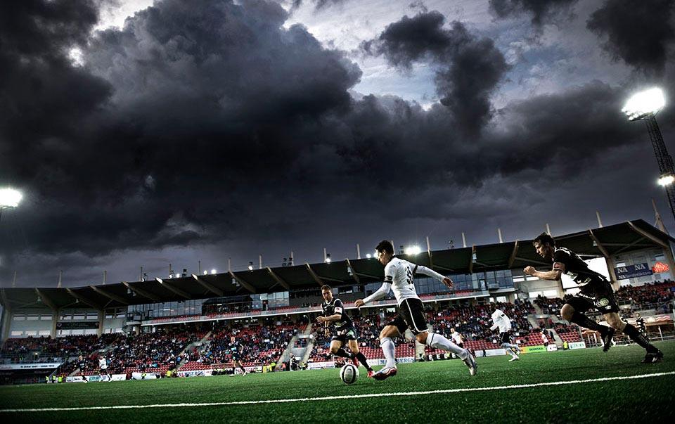 Mörka mål över Behrn Arena. ÖSK-Gefle. Ösk på väg ur allsvenskan.